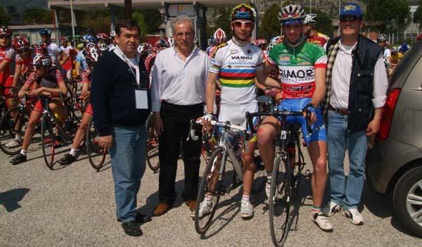 http://www.italiaciclismo.net/0007-juniores/castrocielo-gliorganizzatori.jpg